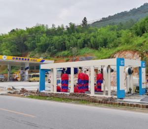 郑州麦迪斯江西中国国际能源站安装隧道式9刷洗车机